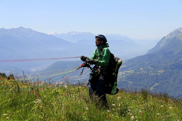Lucas Chabert launching from the Col de Aparitatz